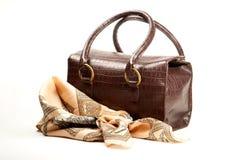Sacchetto e sciarpa del Brown Fotografie Stock