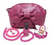 Sacchetto femminile viola, collana Fotografia Stock