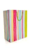 Sacchetto multicolore del regalo o di acquisto su bianco Fotografia Stock