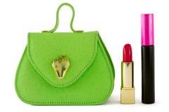 Sacchetto verde, rossetto rosso, mascara nera Fotografia Stock Libera da Diritti