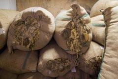 Sacchi con lana greggia Fotografia Stock Libera da Diritti