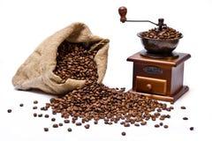 Sacco dei chicchi di caffè con di caffè della smerigliatrice vita ancora Fotografia Stock