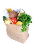 Sacco di carta con alimento su una priorità bassa bianca Immagini Stock