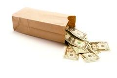 Sacco di carta di Brown con gli Stati Uniti venti banconote in dollari che lo escono Fotografie Stock