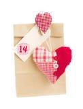 Sacco di carta per il giorno di biglietti di S. Valentino 14 con cuore Fotografie Stock