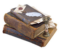 Vecchi libri con la clessidra della sabbia Fotografie Stock