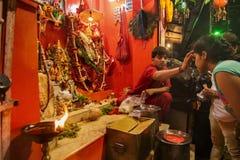 Sacerdote hindú que adora a Lord Hanuman Imagen de archivo