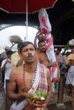Sacerdote indio durante el ritual de Kolabau. Fotografía de archivo