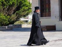 Sacerdote ortodoxo griego imagenes de archivo