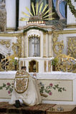 Sacerdote in una chiesa Fotografia Stock