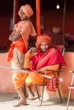 Sacerdotes hindúes en el Kumbha Mela en la India Fotos de archivo libres de regalías