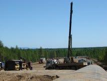 Sachalin, Russland - 18. Juli 2014: Bau der Erdgasleitung auf dem Boden Stockfotografie