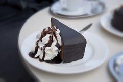 Sacher torte, berömda wienska kulinariska specialiteter royaltyfri foto