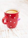 Sachet à thé avec l'étiquette en forme de coeur Photographie stock libre de droits