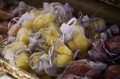 Sachets avec des aromes et des parfums naturels photographie stock