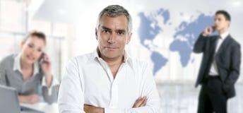 Sachkenntnisteamwork-Weltkarte des Geschäftsmannes ältere Stockfotos