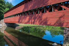 Sachs-Brücken-Abschluss oben mit Reflexion im Wasser in Gettysburg, Pennsylvania stockfotos