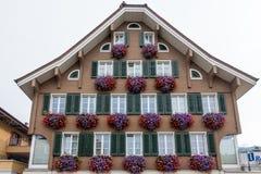 SACHSELN, SUISSE L'EUROPE - 22 SEPTEMBRE : Vue de Suisse Chal Photo libre de droits