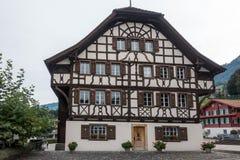 SACHSELN, SUISSE L'EUROPE - 22 SEPTEMBRE : Vue de Suisse Chal Image stock