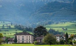 SACHSELN SWITZERLAND/EUROPA, WRZESIEŃ 22, -: Widoków budynków nea Zdjęcia Stock