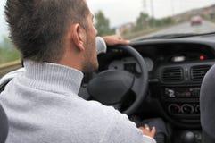 sacing在高速公路下的调整的汽车 免版税库存照片