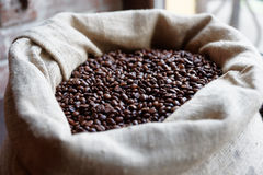 Sack of roasted coffee beans Royalty Free Stock Images