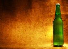 sacking бутылки пива Стоковая Фотография