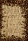 sacking зерен кофе Стоковая Фотография