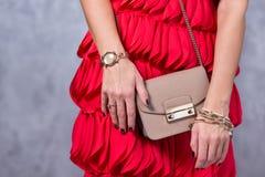 Sackt Modetrends ein Schließen Sie oben von der herrlichen stilvollen Tasche Fashionab Stockfotos