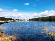 Saco湖在克劳福德山谷的夏天视图 免版税库存图片