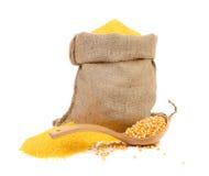 Saco com grões e farinha do milho. Imagens de Stock