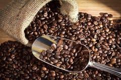 Saco con los granos de café Imagen de archivo libre de regalías