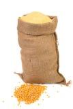 Saco con los granos y la harina del maíz Foto de archivo libre de regalías
