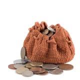 Saco da argila com moneу e moedas isoladas em um fundo branco Conceito do investimento ou do crescimento Imagem de Stock