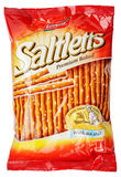 Saco da cookie de Lorenz Saltletts Sticks Classic isolado no branco Fotos de Stock Royalty Free
