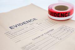 Saco da evidência com a fita de selagem da evidência para a cena do crime fotos de stock royalty free