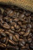 Saco da juta com feijões de café Foto de Stock Royalty Free