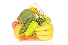 Saco das frutas e verdura sobre o branco. Foto de Stock Royalty Free