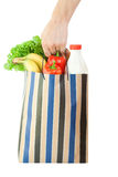 Saco de compra com o alimento isolado foto de stock