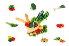 Saco de compra com vegetais Fotografia de Stock Royalty Free