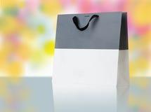 Saco de compras cinzento e branco. Imagem de Stock