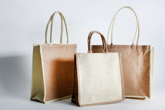 Saco de compras de Eco feito fora do saco reciclado da juta Fotos de Stock Royalty Free