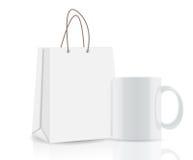 Saco de compras e copo vazios para anunciar e ilustração stock