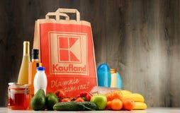 Saco de compras e produtos originais do papel de Kaufland Imagem de Stock
