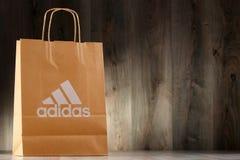 Saco de compras original do papel de Adidas Foto de Stock