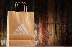 Saco de compras original do papel de Adidas Fotos de Stock Royalty Free