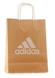 Saco de compras original do papel de Adidas isolado no branco Fotos de Stock