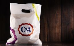 Saco de compras original do plástico de C&A imagem de stock royalty free