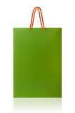 Saco de compras verde, isolado com o trajeto de grampeamento no backgro branco foto de stock royalty free