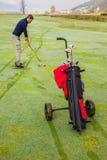 Saco de golfe e jogador de golfe rodados Imagem de Stock Royalty Free